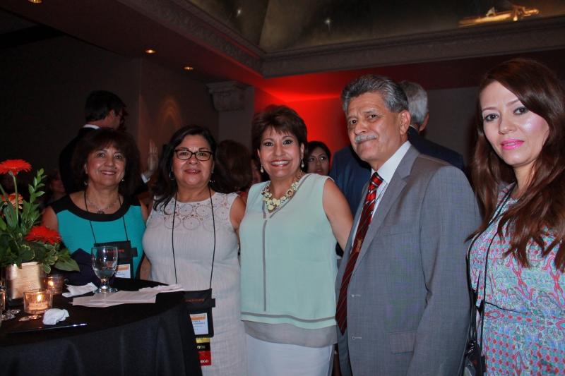 Silvia Urrutia, Francisca Montoya, Tom Espinoza y Leonor Samayoa, de RDF, al lado de Janet Murguía (centro).