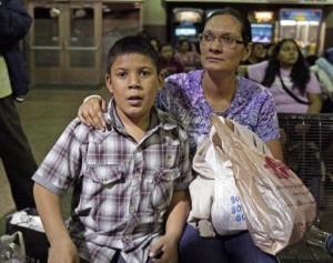 El presupuesto fue aprobado en junio e incluyó 40 millones de dólares para ampliar la cobertura médica de hijos de inmigrantes sin autorización que son de bajos recursos. Foto: AP