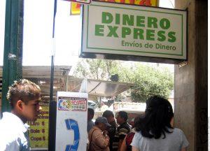 Las remesas familiares son fundamentales para la economía de muchos países latinoamericanos. Foto: Agencia Reforma