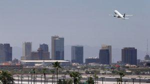 El corredor de la nueva autopista le dará una nueva cara a la ciudad de Phoenix. Foto: AP