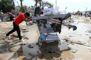 Supermercados y centros comerciales fueron saqueados debido al desabasto de artículos de primera necesidad. Foto: Notimex