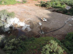 La empresa minera continúa realizando descargas de sustancias tóxicas al río. Foto: Notimex