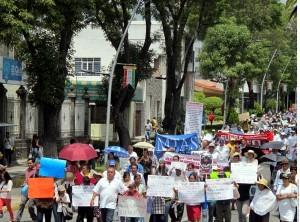 El enfrentamiento entre policías y pobladores de Chalchihuapan provocó la movilización de cientos de personas. Foto: Agencia Reforma