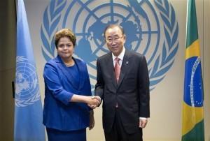 La presidenta brasileña Dilma Rousseff posa con el secretario general de la ONU Ban Ki-moon en la inauguración de la Asamblea General. Foto: AP