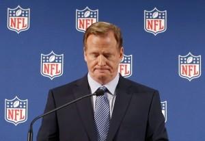 El comisionado de la NFL, RogerGoodell, dijo que la liga desea implementar una nueva política de conducta personal para el Super Bowl ante la creciente oleada de críticas por los recientes casos de violencia doméstica que involucran a sus jugadores. Foto: AP
