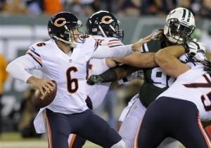 Jay Cutler, quarterback de los Bears, se prepara para lanzar un pase frente a los Jets. Foto: AP
