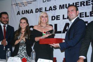 Varios amigos famosos de la productora, como Fernando Allende, Juan José Origel y Rosa Gloria Chagoyán asistieron al reconocimiento. Foto: Mixed Voces