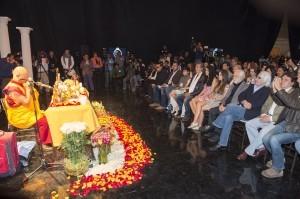 El productor Pedro Damián acostumbra a realizar una bendición Tibetana en el primer día de grabaciones. Foto: Cortesía de Televisa
