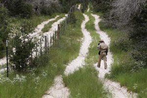Aldo Arteaga se entregó ayer a la Policía del condado Santa Cruz. Foto: AP