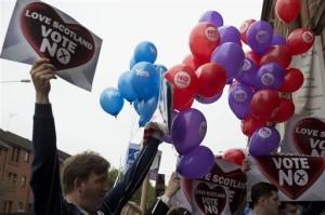 Los votantes escoceces rechazaron 55% a 45% separarse de Gran Bretaña.   Foto: AP