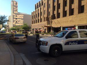La calle Adams en el centro de Phoenix está parcialmente cerrada. Foto: Sam Murillo/Mixed Voces.