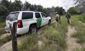La Patrulla Fronteriza extrajeron del lugar a la víctima y la entregaron a personal de Servicios Médicos de Emergencia. Foto: AP