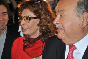 La actriz italiana junto a Carlos Slim, con quien guarda una gran amistad. Foto: Mixed Voces