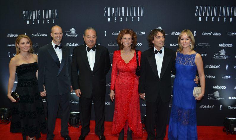 México consiente en grande a Sophia Loren