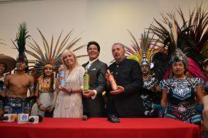 Estuvo acompañado por sus amigos Carla Estrada y Enrique Castillo Pesado durante la presentación. Foto: Mixed Voces