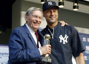 La nueva disposición fue dada a conoer por el comisionado de Grandes Ligas BudSelig. En la foto junto a Derek Jeter de los Yanquis de Nueva York. Foto: AP