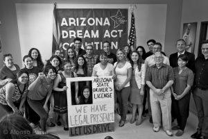Los jóvenes de Arizona están a la espera de poder obtener licencias de conducir. Foto: Alonso Parra