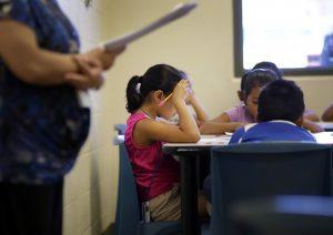 Arne Duncan, secretario de Educación, aseguró que el gobierno federal pretende reducir la inequidad racial en las escuelas de nivel básico. Foto: AP