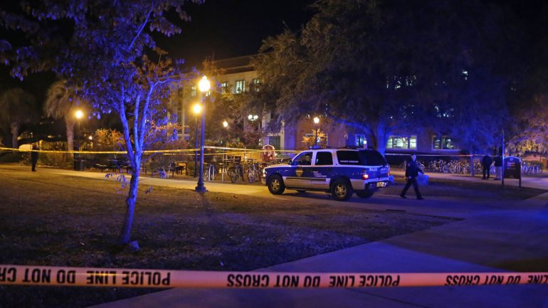 Balacera en Universidad de Florida deja un muerto y tres heridos