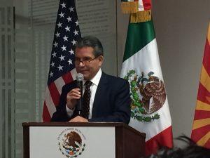 Roberto Rodríguez, cónsul general de México en Phoenix, aseguró que su oficina está lista para responder ante el anuncio hecho por el presidente Obama en material migratoria. Foto: Sam Murillo