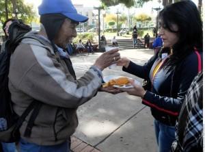 Cientos de ex braceros esperan recibir sus indemnizaciones. Foto: Agencia Reforma