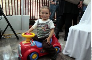 """Chicanos Por La Causa invita a todo el público a compartir en el evento anual """"Ángeles del Barrio"""", donde se estará regalando juguetes. Foto: Agencia Reforma"""