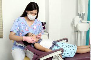 First Things First está haciendo su parte al patrocinar servicios de prevención de la salud buco-oral en varias comunidades. Foto: Agencia Reforma