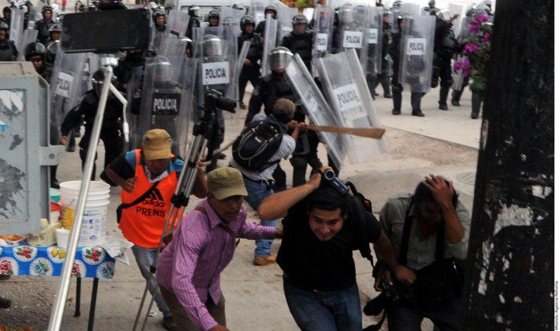 Chocan en Guerrero profesores y policías