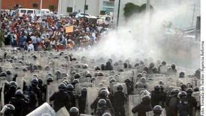 El PRI informó que presentará una denuncia por la quema de sus instalaciones. Foto: Agencia Reforma