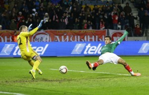 Raúl Jiménez marcó los dos tantos del Tri. Foto: AP