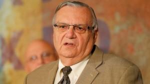 """El sheriff Joe Arpaio dio seguimiento a la llamada """"ley anticoyote"""". Foto: AP"""