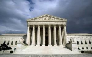 La decisión de la Suprema Corte podría cambiar el destino de miles de indocumentados en Arizona. Foto: AP