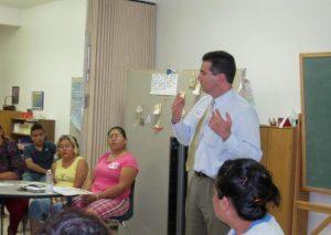 El abogado de inmigración local Salvador Ongaro pidió a la comunidad estar lista para el anuncio presidencial. Foto: Cortesía