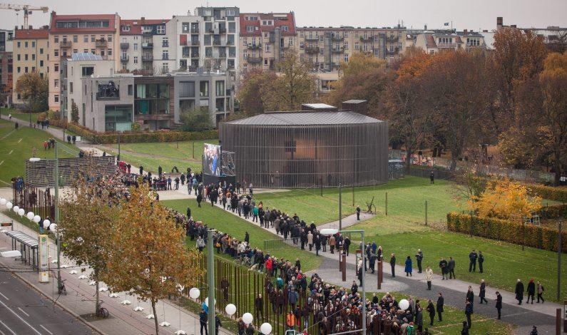 Acuden miles al 25 aniversario de Caída del Muro de Berlín
