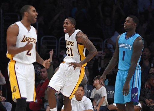 Los Lakers rompen su racha ganando a los Hornets