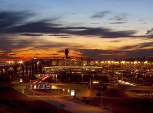 El aeropuerto Sky Harbor brinda una variedad de servicios e instalaciones diseñadas para una visita placentera. Foto: Cortesía visitphoenix.com