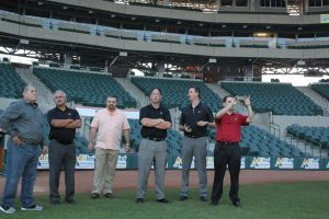 Josh Rawitch, Luis González, Graham Rossini y Richard Sáenz recorrieron el Estadio Sonora: Foto: Naranjeros.com.mx
