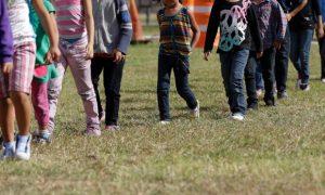 A partir de diciembre los padres de los menores podrán iniciar el proceso ante el Departamento de Estado mediante el formulario DS-7699. Foto: AP