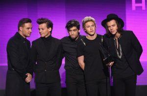 El grupo británico One Direction fue el gran vencedor de la noche con tres trofeos que incluyeron artista del año. Foto: AP