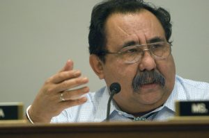 El demócrata Raúl Grijalva aseguró su quinta reelección al vencer a su adversario durante las elecciones generales del martes. Cortesía Toppointmemo.com/Mixed Voces