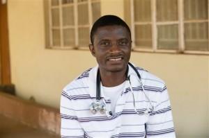 El cirujano de 44 años se contagió de ébola cuando trabajaba como cirujano en Sierra Leona. Foto: AP
