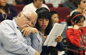 Salvador Reza encabezará la manifestación de esta tarde afura del Consulado de México en Phoenix. Foto: AP