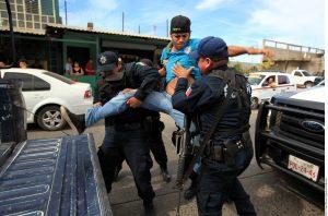 La propuesta federal pretende reemplazar cerca de 1.800 policías municipales por 32 cuerpos estatales. Foto: Agencia Reforma
