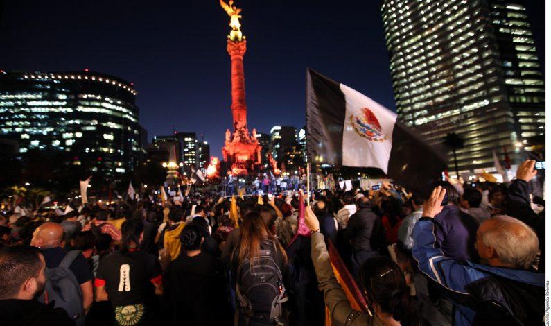 Protestan contra Peña Nieto y por Ayotzinapa