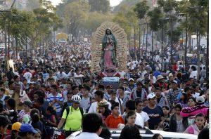 Los peregrinos que llegan a la Villa de diferentes partes de México aportan una gran variedad de platillos típicos. Foto: Agencia Reforma