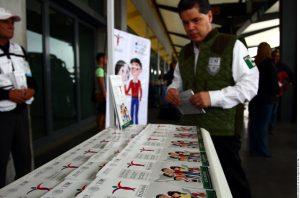 Ante cualquier abuso o extorsión de alguna autoridad del gobierno los connacionales podrán enviar un correo a atencionpaisano@inami.gob.mx. Foto: Agencia Reforma