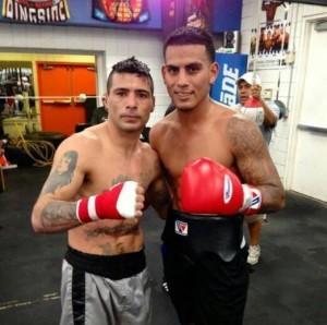 José Benavidez Jr.  (der) posa junto a su sparring. Foto: Cortesía
