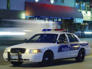 La policía de Phoenix sostiene que el agente que mató a Brisbon temió que el sospechoso estuviera armado. Foto: AP