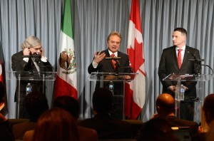Los secretarios de Estados Unidos Ernest Moniz, de México Pedro Joaquín Coldwell y de Canadá Greg Rockford, formalizaron su interés en una mayor cooperación energética. Foto: Notimex