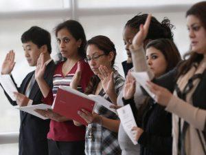 La serie de talleres de ciudadanía tiene una duración de seis sábados que se realizarán de manera consecutiva. Foto: AP